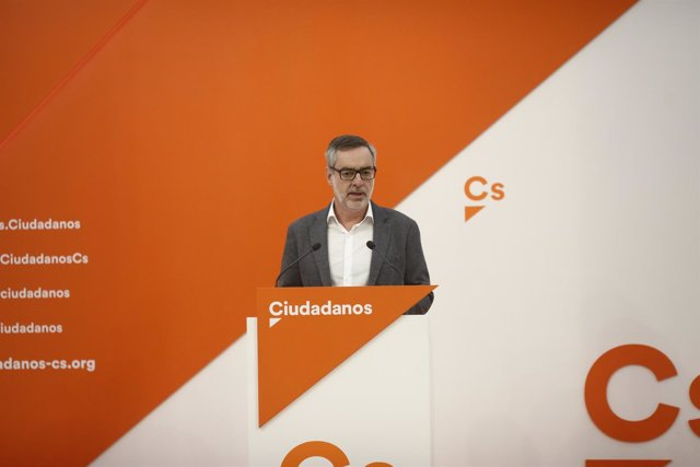 El secretario general de Ciudadanos, José Manuel Villegas, ofrece una rueda