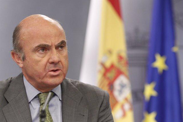 Luis de Guindos tras la rueda de prensa del Consejo de Ministros