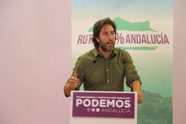 El secretario político de Podemos Andalucía, Jesús Rodríguez, en rueda de prensa