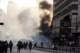 Las fuerzas venezolanas intensifican las redadas ante el auge de las protestas opositoras