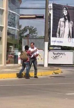Funcionario Veracruz agrede a un niño en la calle