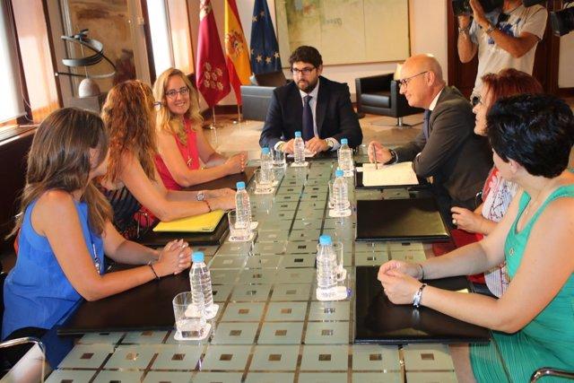 Fotos / El Presidente Recibe A La Presidenta De La Organiz Ación De Mujeres Empr