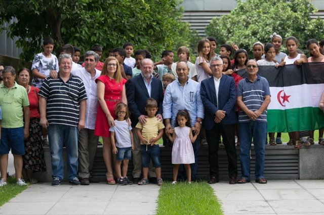 Los niños saharauis visitan la Diputación.