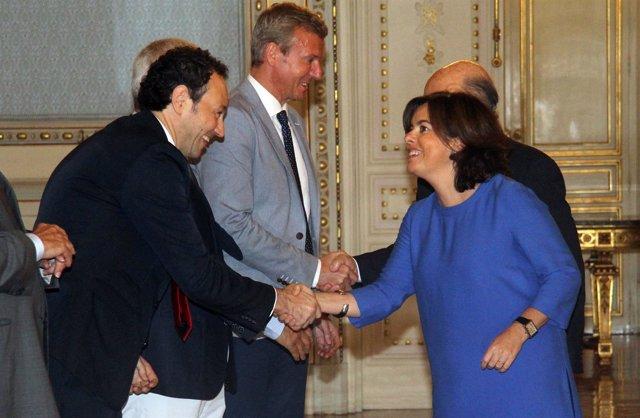 Martínez saluda a Santamaría.