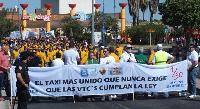Manifestación protagonizada por el sector del taxi en Sevilla