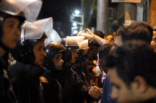 Policía antidisturbios en Egipto