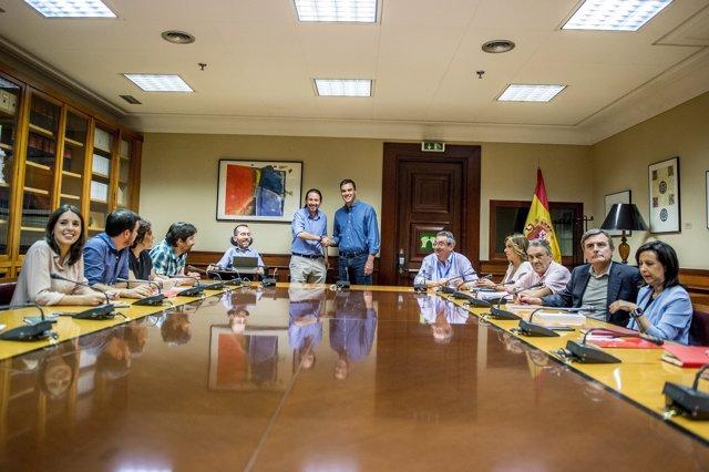 Reunió de PSOE i Podem, presidida per Pedro Sánchez i Pablo Iglesias