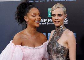 Los atrevidos vestidos de Rihanna y Cara Delevingne en la premier de 'Valerian y la ciudad de los mil planetas'