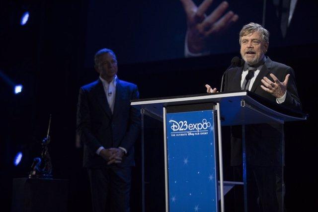 Mark Hamill recibiendo el premio Disney Legends