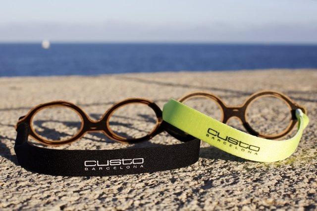 Las gafas deshechables con los cordones de Custo Barcelona