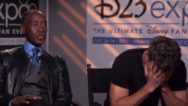Mark Ruffalo se da cuenta de su error junto a Don Cheadle