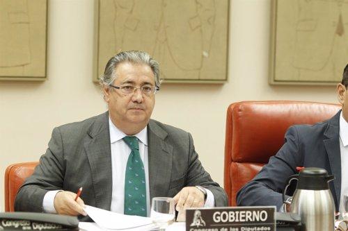 Juan Ignacio Zoido comparece para informar de la política migratoria
