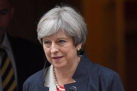 """May pide a sus ministros que muestren """"unidad"""" para mantener la fortaleza del Gobierno"""