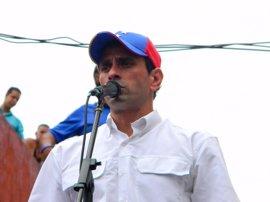 """Capriles insta a la población a """"protestar de forma cívica"""" junto a instituciones estatales"""