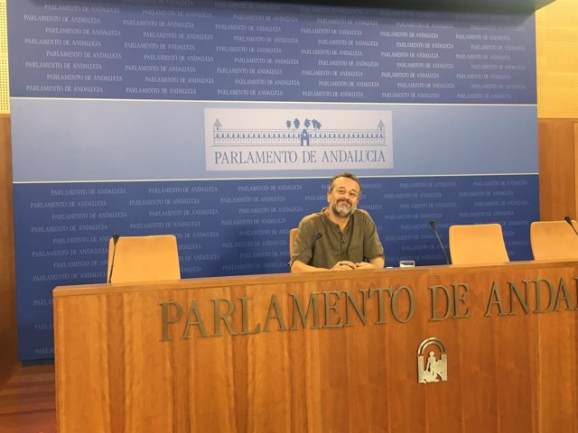 El parlamentario de IULV-CA José Antonio Castro
