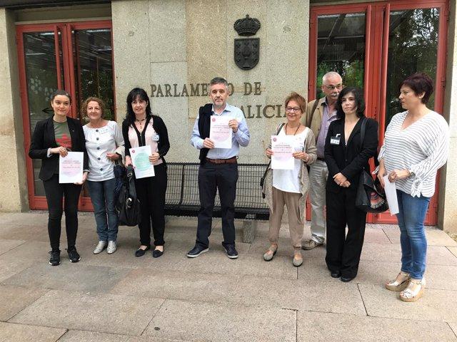 La Marea Blanca presenta sus propuestas en el Parlamento gallego