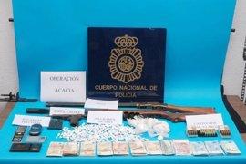 Tres detenidos de un grupo criminal que distribuía cocaína a domicilio desde un chalé de Fuengirola