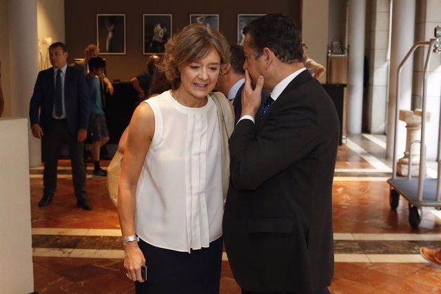 La ministra García Tejerina junto a Antonio Sanz antes del desayuno informativo