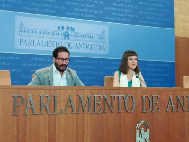 David Moscoso y Lucía Ayala (Podemos) en rueda de prensa