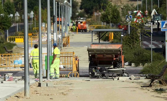 Trabajadores, operarios trabajando, trabajo, empleo, construcción, obras