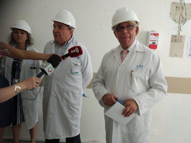 Sánchez Martos atiende a los medios en el Hospital Gregorio Marañón