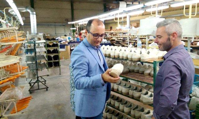 Foto/ El Director Del Info Visita Empresas Del Sector Del Calzado