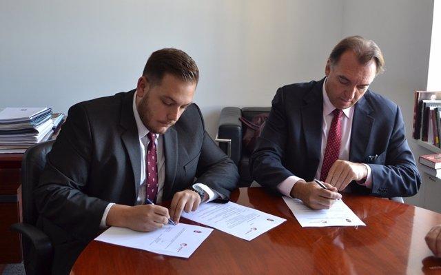 Firma acuerdo Turismo Hungría