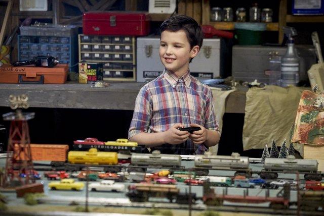 Iain Armitage en Young Sheldon, el spin-off de Big Bang Theory