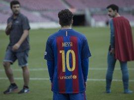 El Superlópez de Dani Rovira se cuela en el Camp Nou para rodar con... ¿Messi?