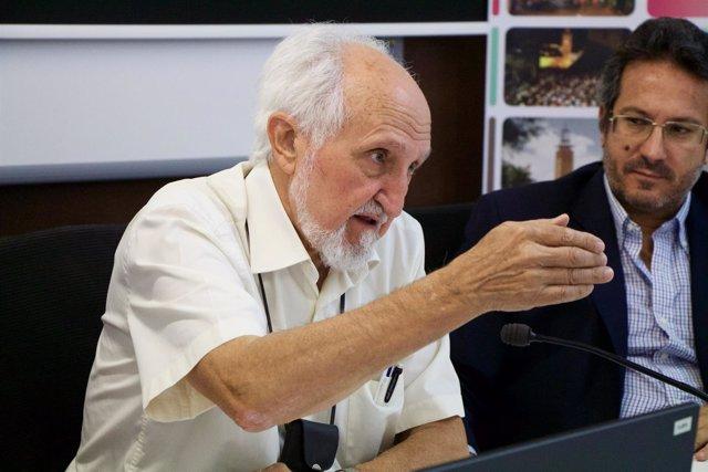 José Esquinas, en los cursos de verano de la UPO