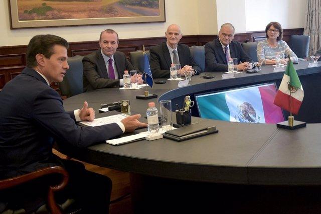 Nota + Foto. González Pons Aborda Con El Presidente Mexicano, Enrique Peña Nieto