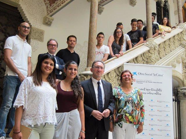 J.Giró, D.Bassa, M.Simón y R.Calvo junto a jóvenes extutelados beneficiarios