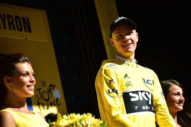 Matthews vence al sprint y Froome recupera el maillot amarillo