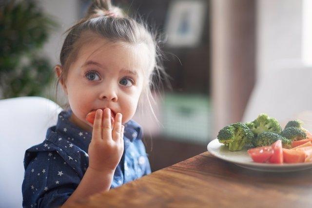 Verduras, niña, comida, comer