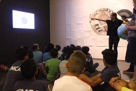 Más de 300 niños reinterpretan la obra del artista David Rodríguez en la DPH