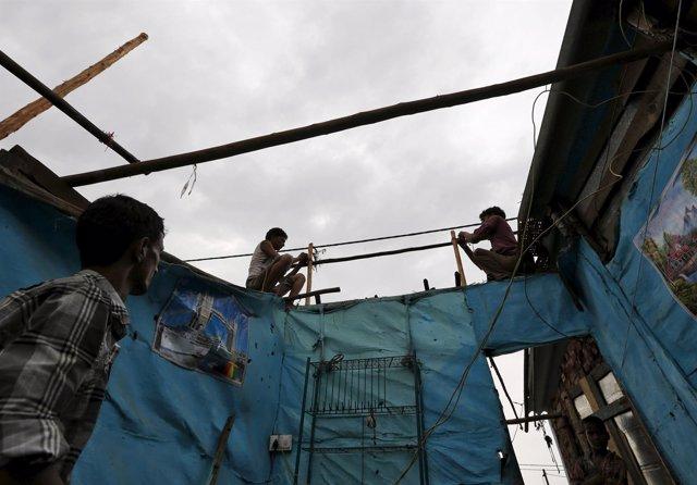 Casa en un barrio chabolista de India