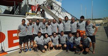 """Casi 400 refugiados rescatados en la primera misión del 'Open Arms': """"En su segunda vida este barco salva vidas"""""""