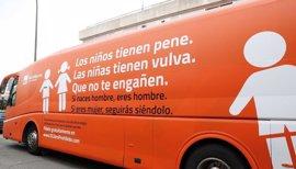 """Hazte Oír lanzar de nuevo una campaña de su polémico autobús y avanza que habrá otra """"vía aérea"""" este verano"""