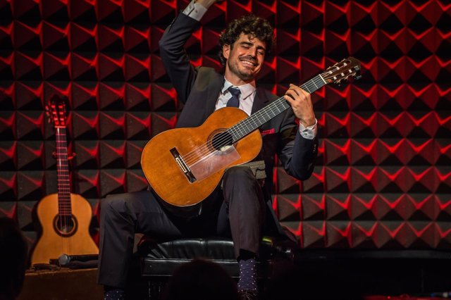 El guitarrista riojano, en plena actuación