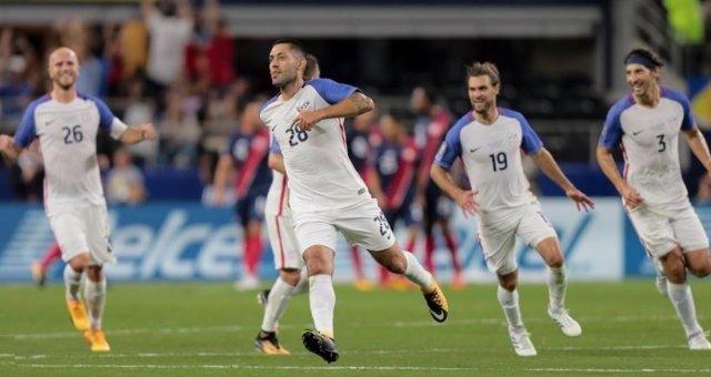 Clint Dempsey con la selección de Estados Unidos