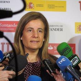 Fátima Báñez ante los medios
