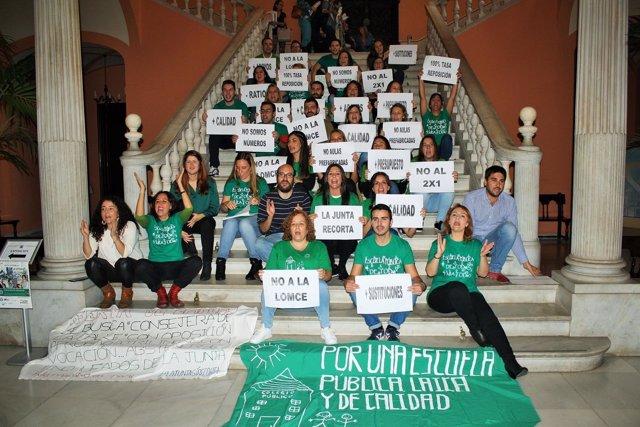 Encierro de profesores en el Ayuntamiento de Sevilla