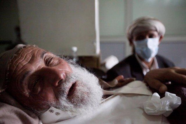 Enfermo de cólera en Yemen.