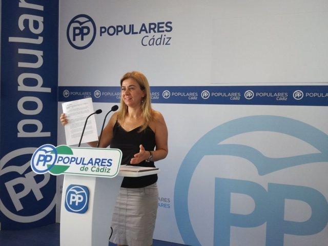 La diputada del PP-A Teresa Ruiz-Sillero, en rueda de prensa en Cádiz