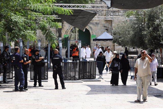 Detectores de metal en los accesos a la Explanada de las Mezquitas de Jerusalén