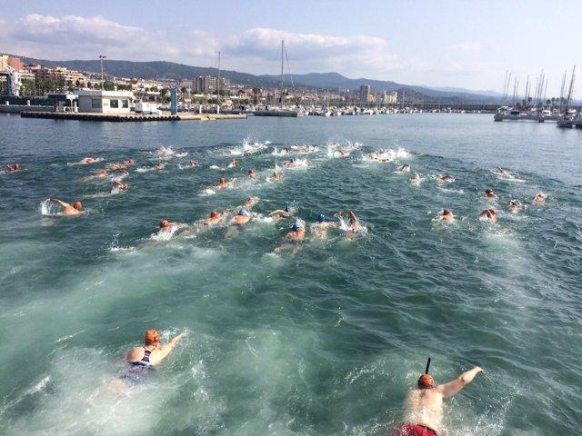 214 Bañistas Practican 'Snorkel' En Mataró