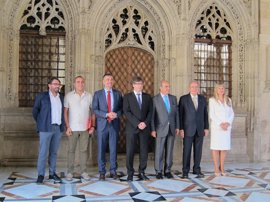 Puigdemont afirma que el Pacto Nacional por la Industria permitirá a Catalunya liderar la industria del futuro