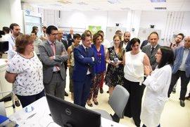 Page avanza una Mesa de la Industria en Puertollano y un nuevo centro de adultos