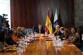 Dávila defiende el Gobierno en minoría de Canarias y asegura que continuará hasta final de legislatura