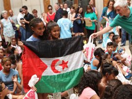 Carmena recibe este martes a 60 menores saharauis que pasarán el verano en Madrid con el programa 'Vacaciones en paz'